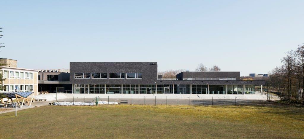 De nieuwbouw moest in de eerste plaats antwoord bieden op het nijpend plaatsgebrek waarmee de school al verscheidene jaren te kampen had. (Beeld: Luca Beel)