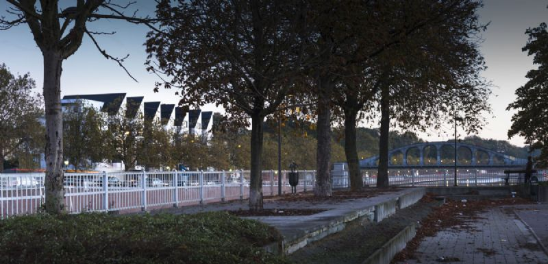 Een nabijgelegen park zorgt voor een frisse toets aan de omgeving.