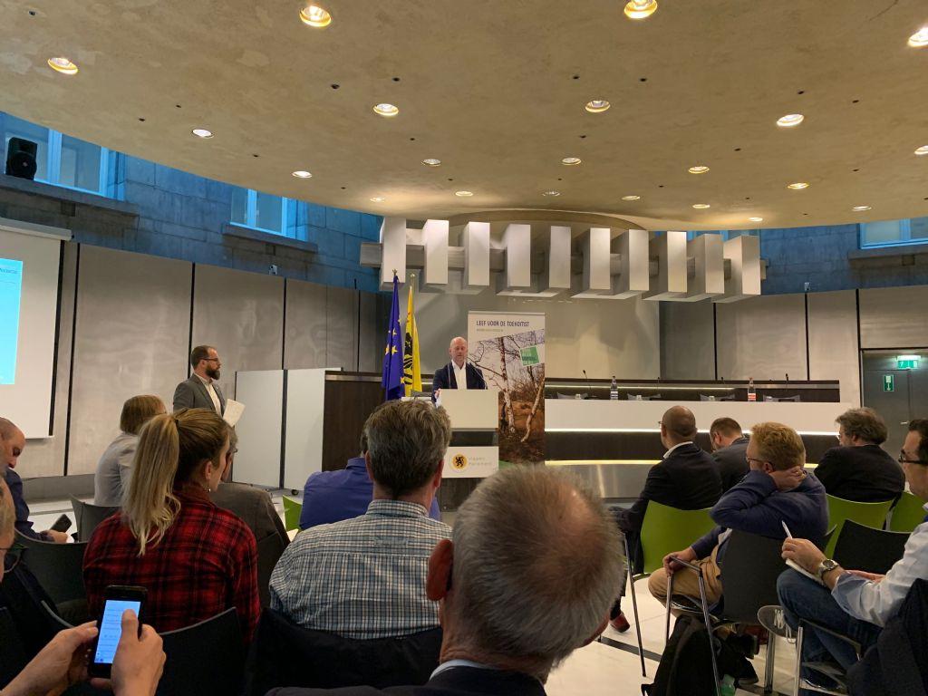Stefan Scheuer van de Coalition for Energy Savings kwam vertellen hoe Europese lidstaten vanuit de Europese energie-efficiëntierichtlijn tot ambitieuze actie op het terrein kunnen komen.