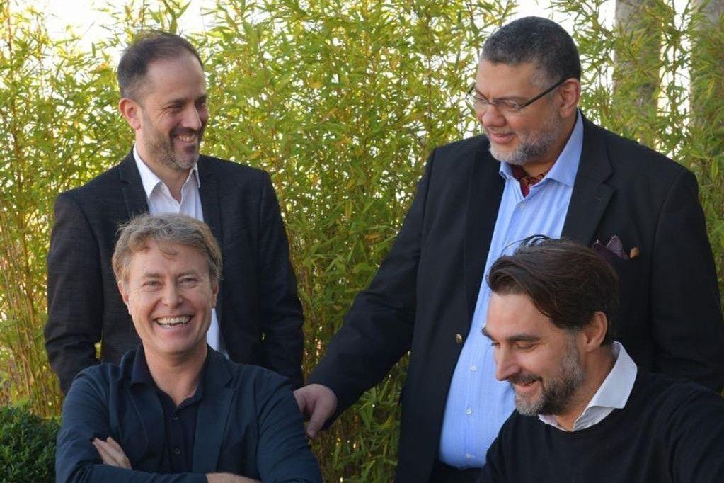 David Roulin (linksboven), omringd door Christian Jadot (rechtsboven), Steven Ware (linksonder) en Bruno Caballé (rechtsonder): het directiecomité van Art & Build Architects.
