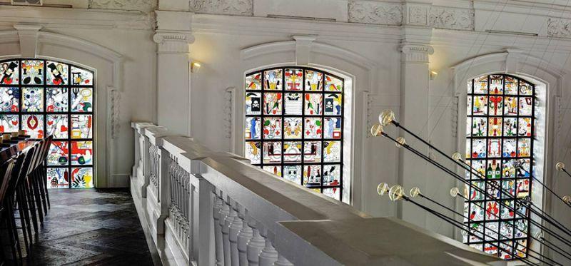 De ramen werden vervangen door 500 unieke iconen, ontworpen door Studio Job.