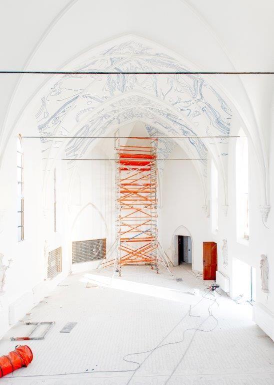 De kapel van het Clarissenklooster werd gerestaureerd en zal in de toekomst gaan fungeren als een uniek decor voor tentoonstellingen, concerten, zorggerelateerde lezingen of filmvoorstellingen. (Foto: Franky Larouselle)