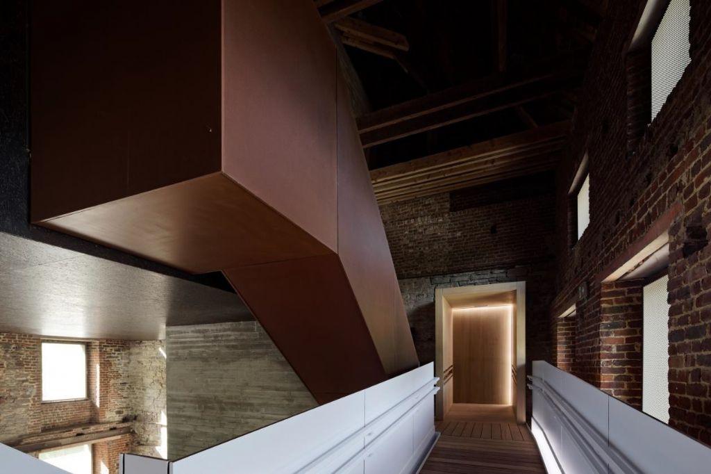 Prix du Patrimoine : Centre du visiteur dans l'ancienne abbaye de Villers (Villers-la-Ville) par AM Binario architectes (architecture) - L'Escaut (scénographie) - Pigeon Ochej Paysage (Paysage)