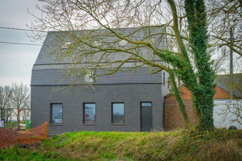De testwerf van Recticel Insulation in Spiere toont aan hoe je, door de volledige bouwschil aan te pakken, een 100 jaar oude woning duurzaam en energie-efficiënt kunt renoveren.