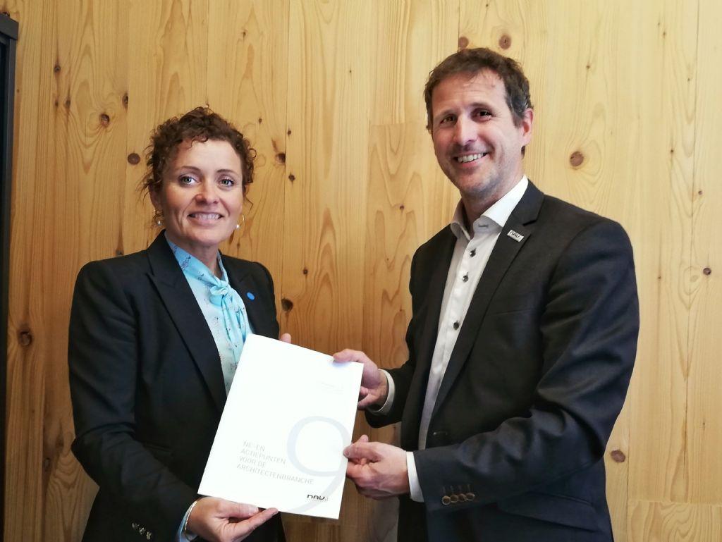 Vlaams minister van Energie Lydia Peeters en NAV-directeur Kris Baetens