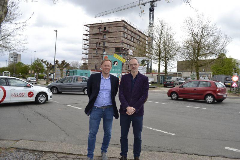 Michel Verhoeven van Kolmont Woonprojecten en Jascha Rondou van POLO Architects voor het eerste kotgebouw