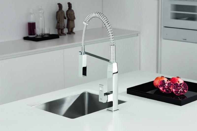 Eurocube de Grohe : le robinet de cuisine cubique équipé d'une douchette professionnelle