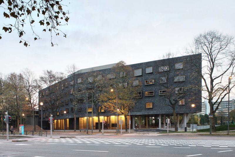 Le complexe U-Residence relie le campus de la Plaine à la ville (Bogdan & Van Broeck)