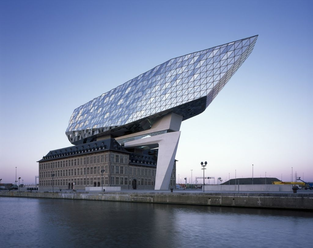 Het Antwerpse Havenhuis © Hélène Binet