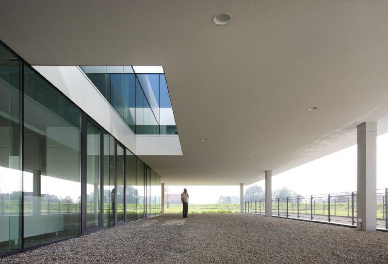 Het gebouw moet degelijkheid, transparantie en professionalisme uitstralen.