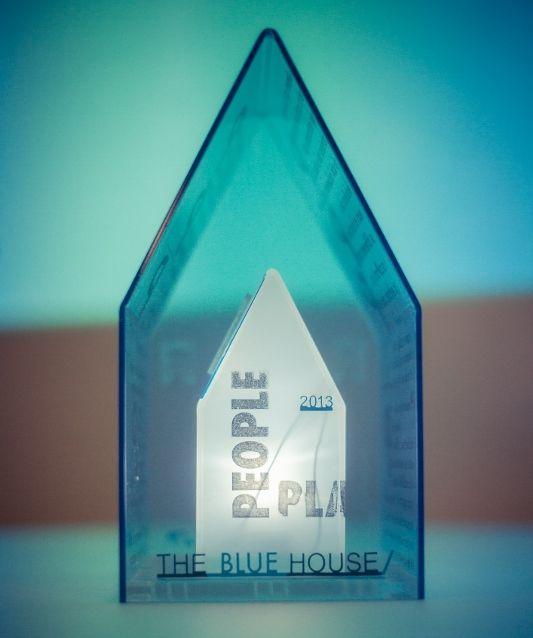 """THE BLUE HOUSE/: """"Un habitat abordable (et durable) n'est pas une utopie."""""""