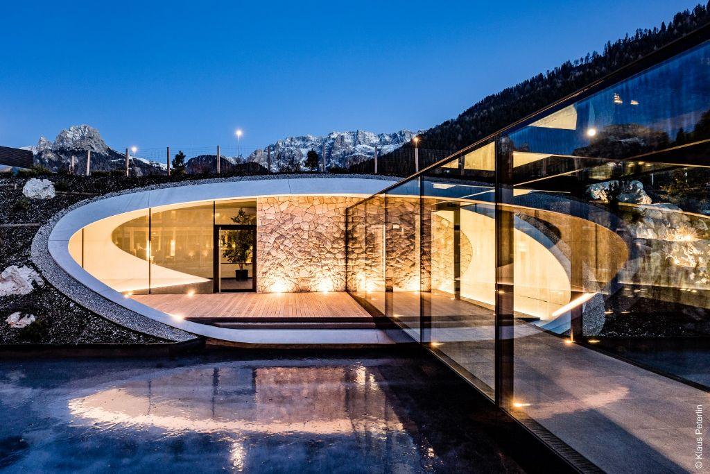 Dans les Dolomites, le Grand Hôtel Alpenroyal choisit  WICONA
