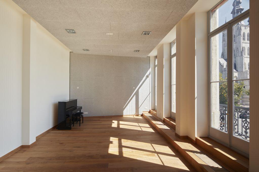In het gerestaureerde gebouw bevinden zich nu een danszaal, directielokaal, theaterzolder, leraarskamer, vergaderruimte, ruime concertzaal en heel wat kleinere lokalen. (Foto: Rimanque)