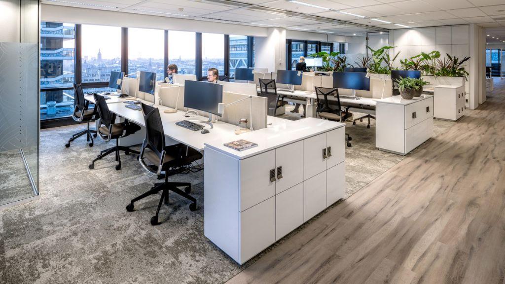 Veerkrachtige modulaire vloeroplossingen voor kantoren
