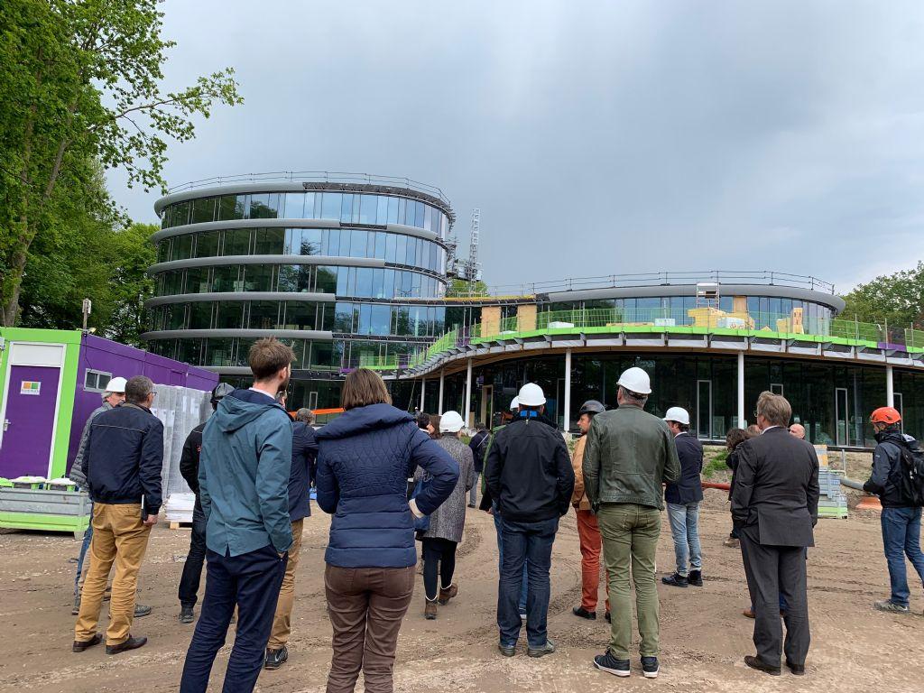 Het nieuwe kantoorgebouw van Triodos Bank in Zeist wordt bij elkaar gehouden door niet minder dan 165.000 schroeven en bouten, waardoor ontmanteling kinderspel wordt.