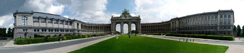 Voor de 50ste verjaardag van het Koninkrijk België bouwde Girault het 30 hectare groot Jubelpark.