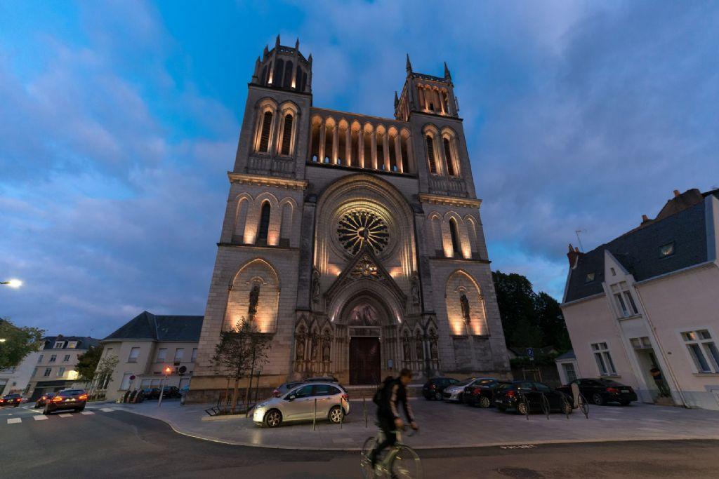 Verlichtingsschema maakt van kerk een nachtelijk icoon voor de gemeenschap