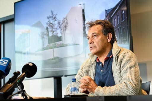 Gino Russo, le papa de Mélissa, lors de la conférence de presse présentant le Jardin mémorial.