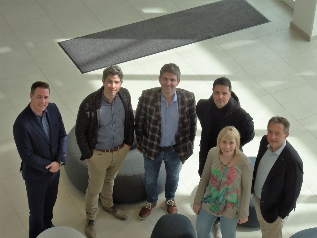 Van links naar rechts: Merlijn van Kan (Belisia), Geert de Bruyn (GDb Engineering), Gert Janssen (Mathieu Gijbels), Frank Tack (HVC Architecten), Goele Kerckhofs en Chris Slaets (Confederatie Bouw Limburg).