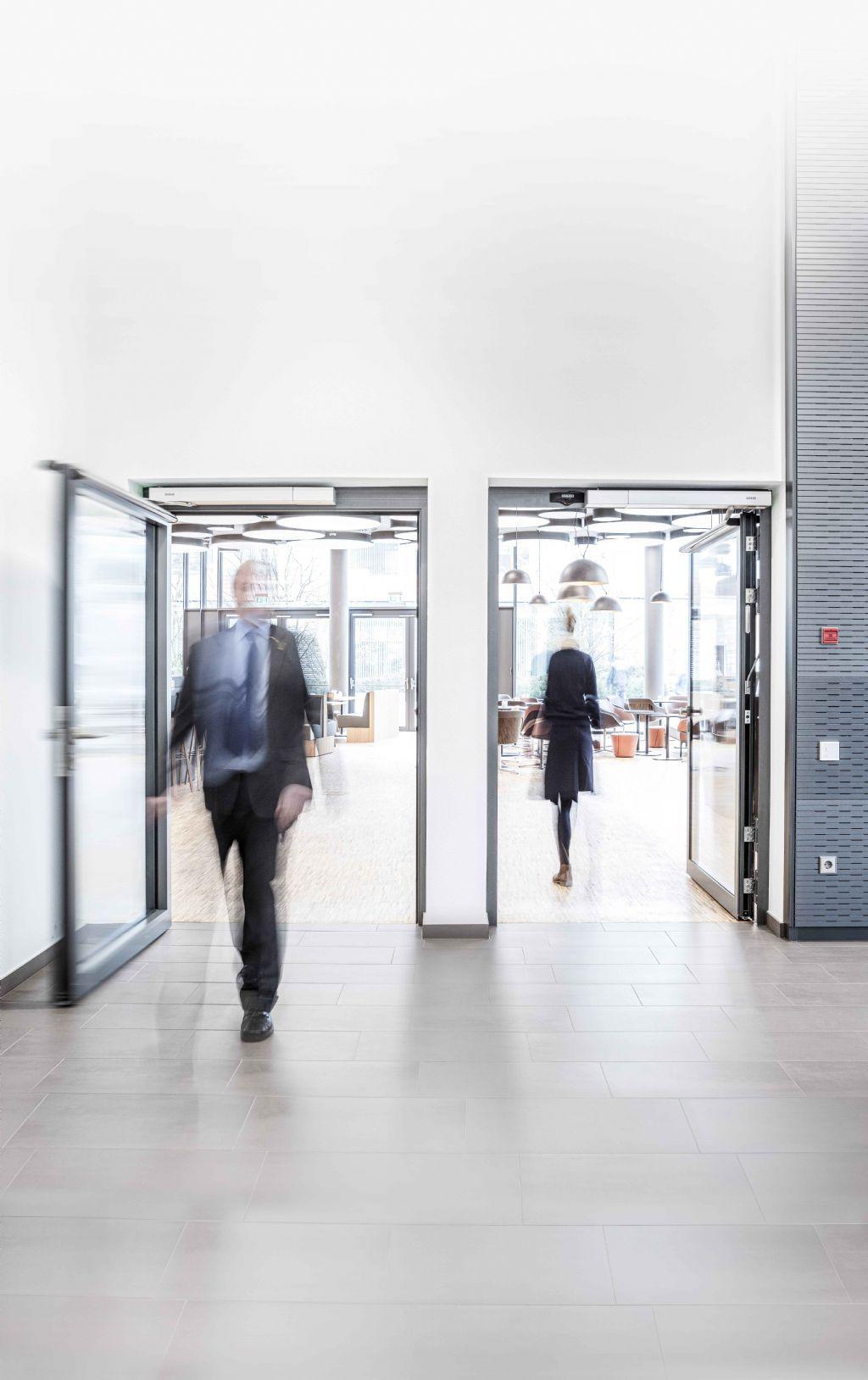 GEZE a également ajouté GEZE INAC à sa gamme de systèmes de contrôle d'accès à la pointe de la technologie.