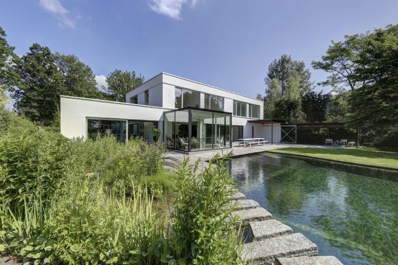 Renovatie en uitbreiding van een woning in Zoersel.
