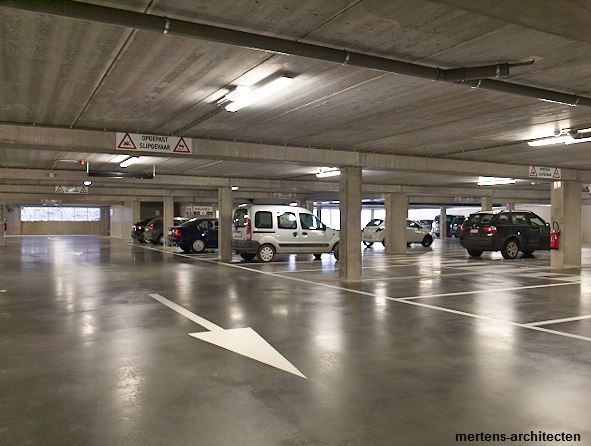 De ondergrondse garage kan 98 wagens kwijt.