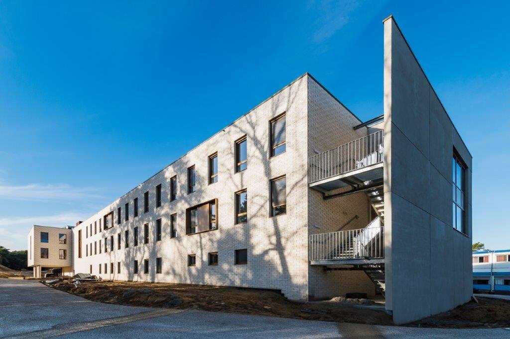 De eerste en tweede verdieping herbergen drie vleugels van telkens vijftien kamers. (Beeld: Marc Sourbron)