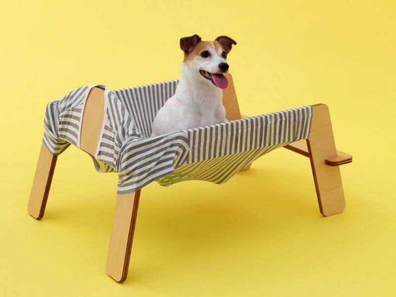 """De """"Wanmock"""" - een samentrekking van het Japanse """"wan"""", dat """"woef"""" betekent, en het Engelse """"hammock"""" - is ontworpen door Torafu Architects."""