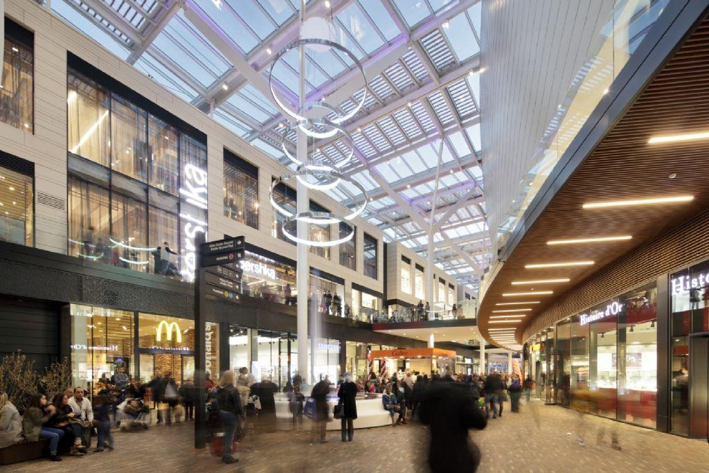 De glaskoepel van 10.000 m² is dé blikvanger van Dockx Bruxsel.