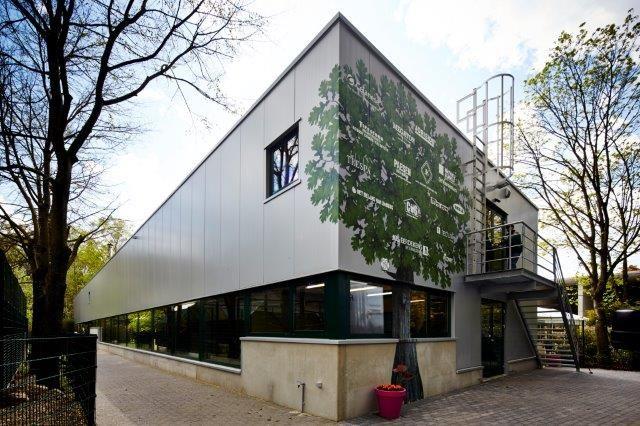 Het nieuwe dierencomplex van het Natuurhulpcentrum biedt plaats aan 28 dierenkooien, twee dierenkeukens, drie ruime kamers voor de intensivecareafdeling, een egelopvangzolder en een grote opslagruimte.