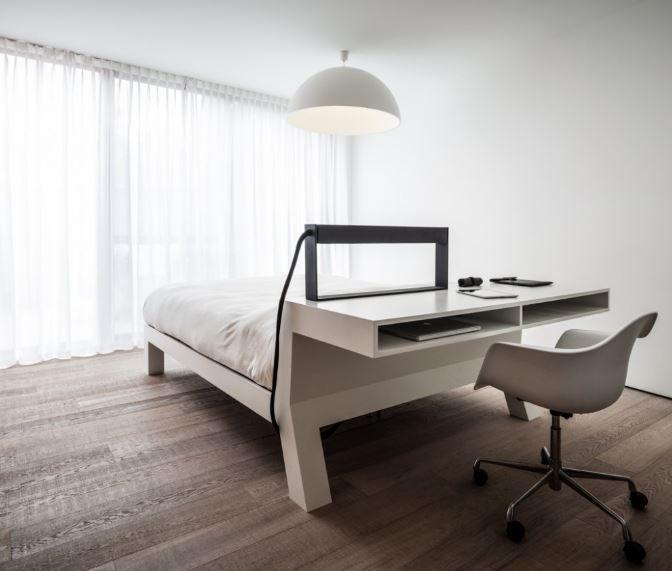 Het bed kan ook dienst doen als bureau.