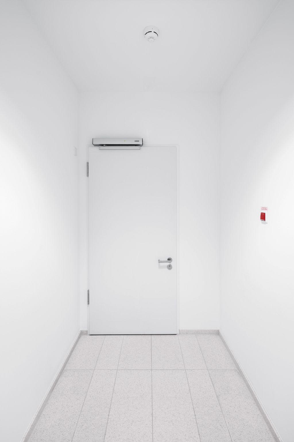 Le kit d'extension sans fil GEZE FA GC 170 convient à un montage simple sur des portes coupe-feu dans des bâtiments existants ou des projets monumentaux.