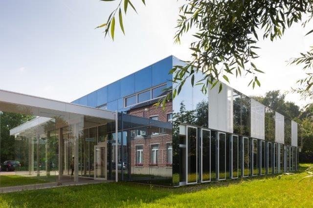 Créativité architecturale et performances énergétiques réunies dans le nouveau CPAS de Ternat (De Bouwerij Architecten)