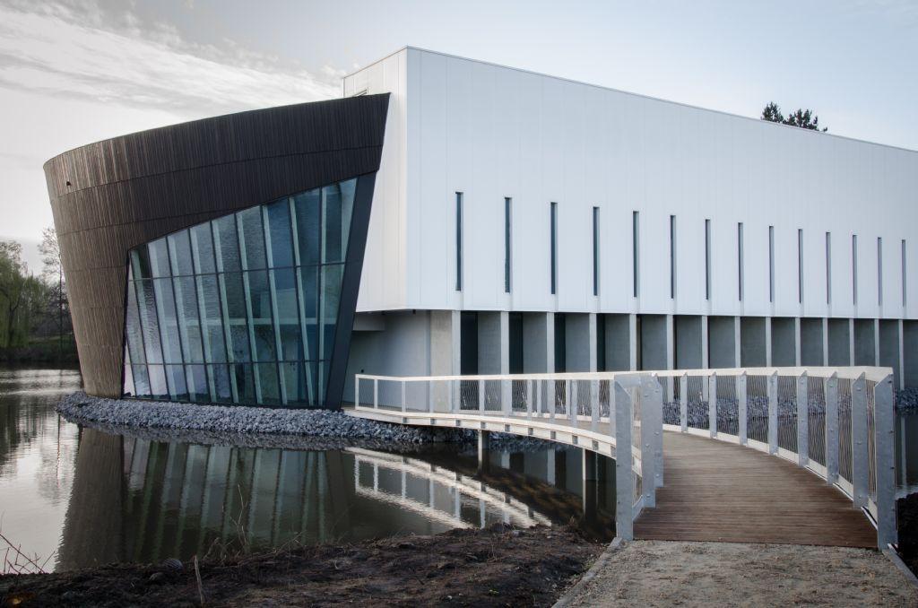 Aangezien zowel externe bezoekers als Nike-medewerkers gebruikmaken van de faciliteiten van het gebouw, werd het LiTC uitgerust met een beveiligingssysteem dat toegangscontrole en tijdsregistratie combineert.