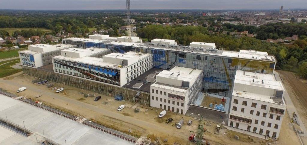 Met een capaciteit van 654 ziekenhuisbedden en 76 plaatsen in het dagziekenhuis dient het nieuwe AZ Sint-Maarten zich aan als de voornaamste zorgcampus in de groot-Mechelse regio. (Foto: MBG)