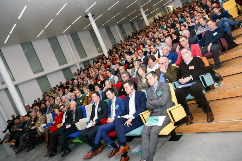 Het BOX-congres omtrent het belang van energiezuinige gebouwschillen lokte maar liefst 450 geïnteresseerden naar Tour & Taxis in Brussel. (Foto: Renson)