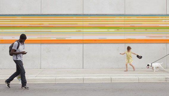 'Kunst in opdracht' behoort voortaan niet meer tot de bevoegdheid van de Bouwmeester. Een van de resultaten van die opdracht is dit 28 meter lange, in 2013 gerealiseerde 'Portret in Speed Disk' van de Zwitserse kunstenares Maya Roos in Aalst.'