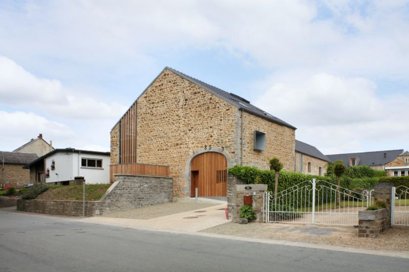 Olivier Fourneau architectes transforme des bâtiments agricoles en logements sociaux