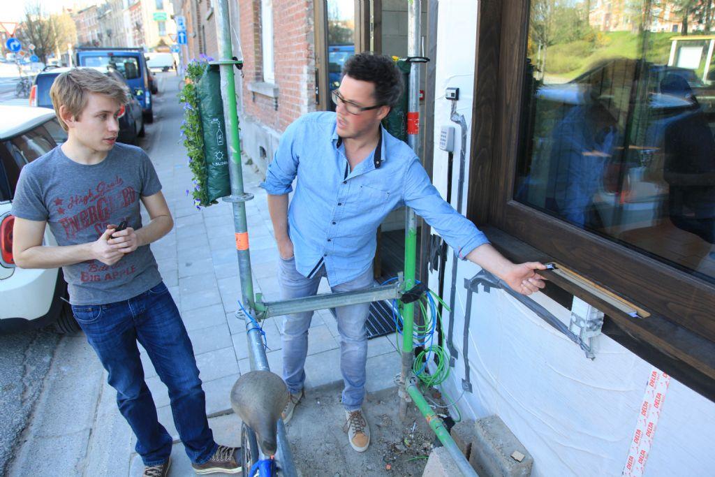 Geluidsproject Muurmelaar. Student ir. arch. Maarten Houben (links)
