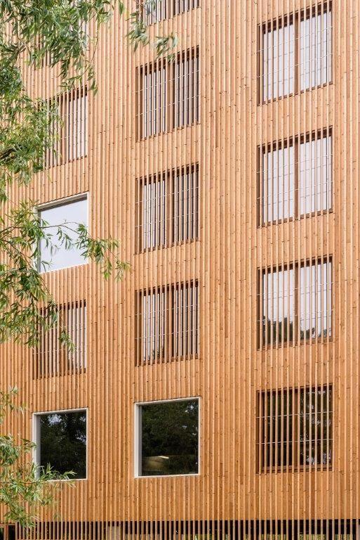 Het bijzondere gevelconcept is een van de elementen die het nieuwe FNG-gebouw een markante uitstraling geeft. (Foto: Marc Sourbron)