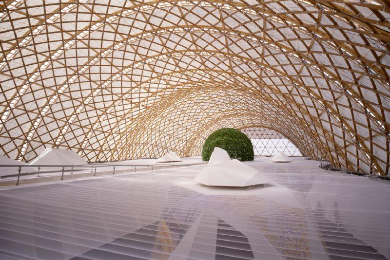 """""""Shigeru Ban staat bekend om zijn elegante paviljoenen in papier."""""""