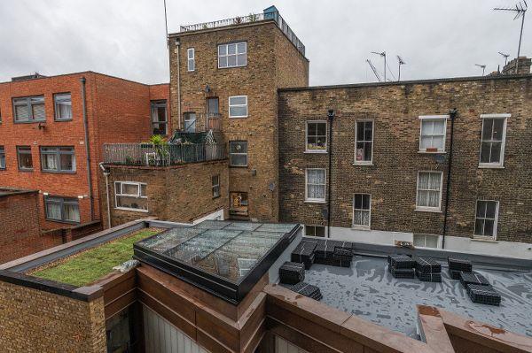 RENOLIT ALKORPLAN LA dakbaan gecombineerd met een sedum groendaksysteem