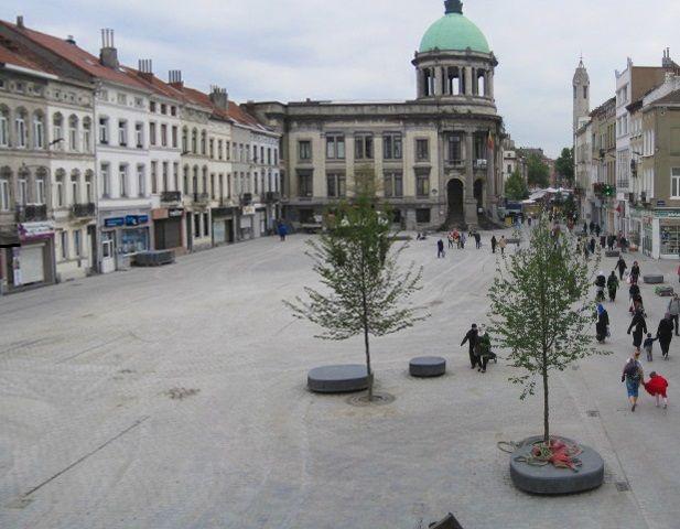 a practice. transforme la place Communale de Molenbeek en espace partagé