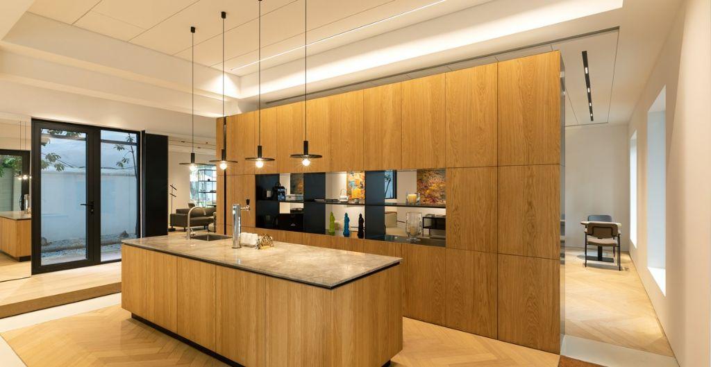 Dynamische showroom met meerdere merken onder één dak