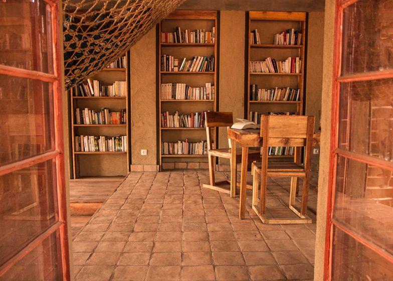 Bibliotheek van Muyniga (Burundi) van BC Architects en Studies - opgetrokken in gestampte aarde