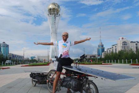 Raf Van Hulle met zijn eigen ontworpen Solar Wind waarmee hij in 2013 the Sun Trip won.