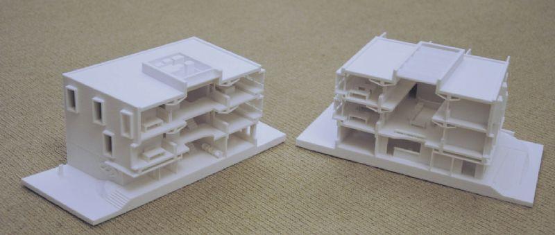 3D-print van kantoorgebouw. Het model werd in twee helften opgedeeld zodat zowel het exterieur als interieur kon worden getoond.