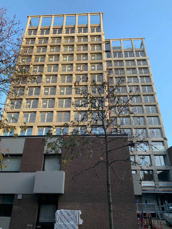 ENOFSTUDIO legt momenteel de laatste hand aan zijn eerste hoogbouwproject. Een toren met 170 studentenkamers en collectieve ruimte in Antwerpen.