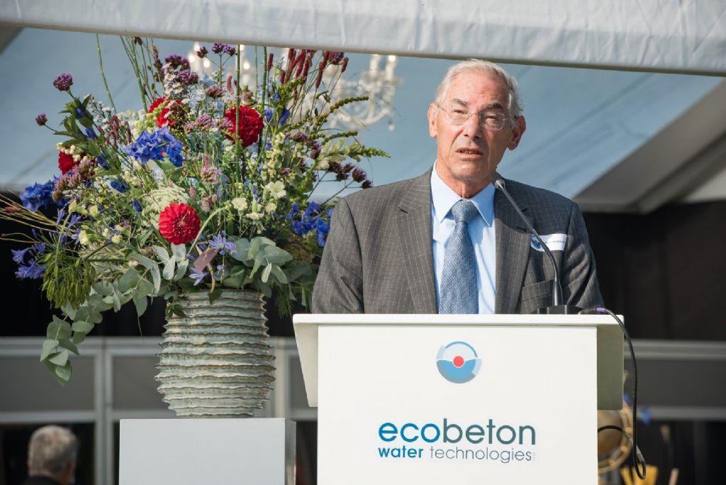 Em. prof. ir. Jean Berlamont aan het woord tijdens de viering van het 110-jarige bestaan van ecobeton water technologies.