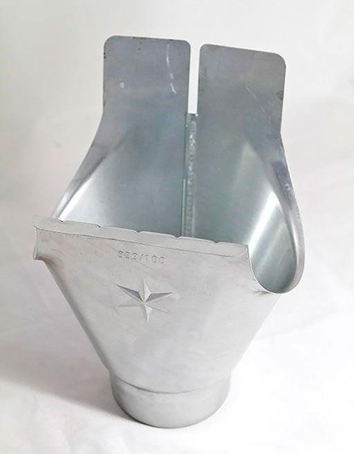 Uitlooptrechter met een afvoeropening met een diameter van 100 mm voor een halfronde goot met een ontwikkelde breedte van 333 mm.